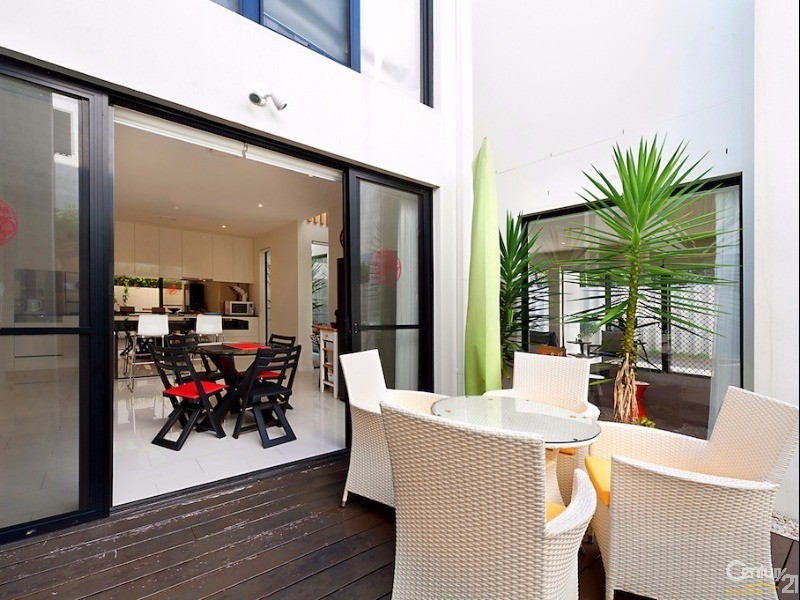 10003 The Boulevarde, Benowa - House for Sale in Benowa