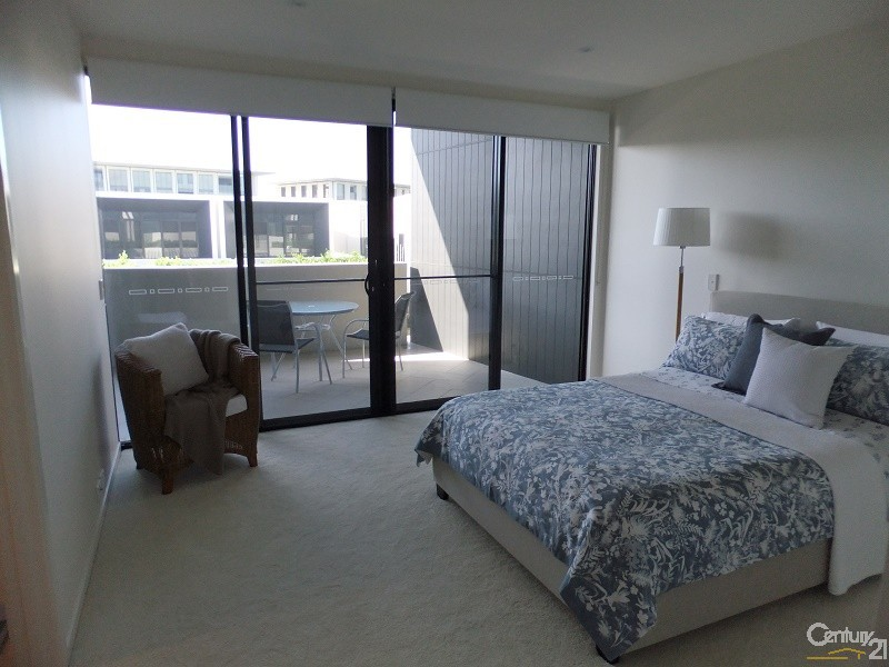 Townhouse for Rent in Benowa QLD 4217
