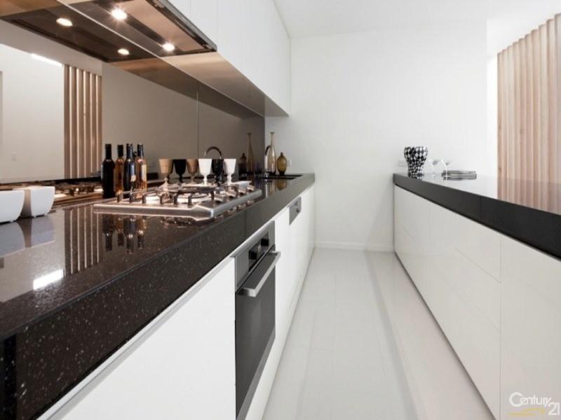 Duplex for Rent in Benowa QLD 4217