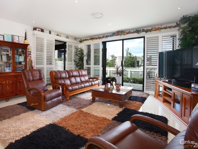 48 Theatre Drive, Benowa - Villa for Sale in Benowa