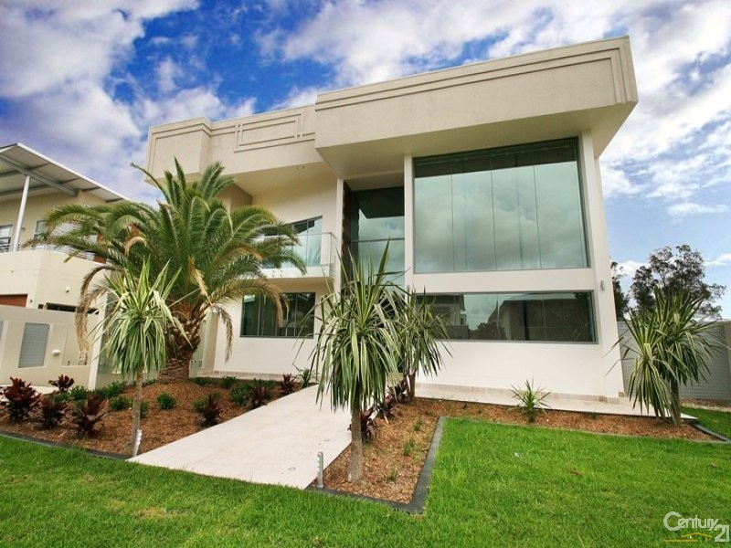 3034 The Boulevarde, Benowa - House for Sale in Benowa