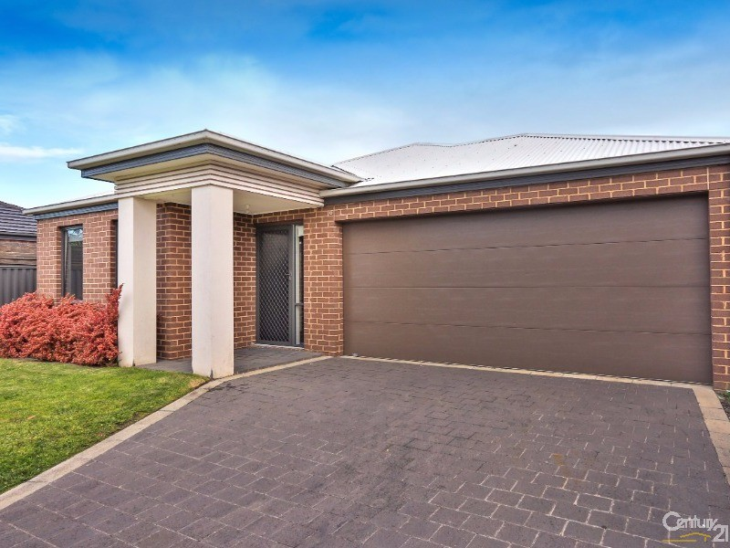 42 Pomegranate Way, Pakenham - House for Sale in Pakenham
