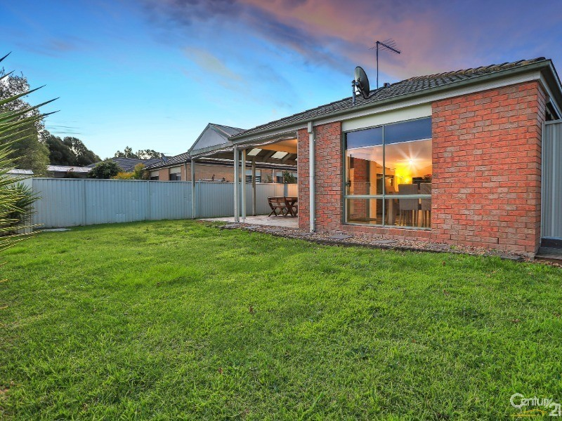 10 Oaklands Way, Pakenham - House for Sale in Pakenham