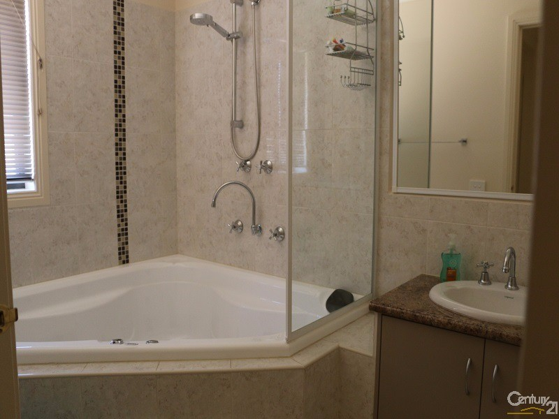 2 Sacha Drive, Pakenham - House for Rent in Pakenham