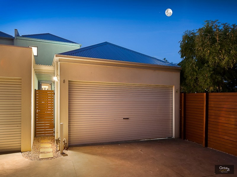 8/2 The Entrance, Pakenham - House for Sale in Pakenham