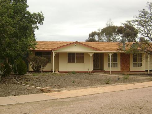 27 Richardson Crescent, Port Augusta West - House for Rent in Port Augusta West