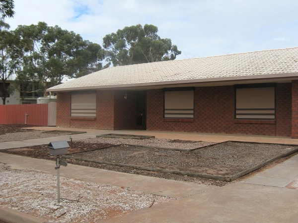 33 Simmons Crescent, Port Augusta West - House for Rent in Port Augusta West