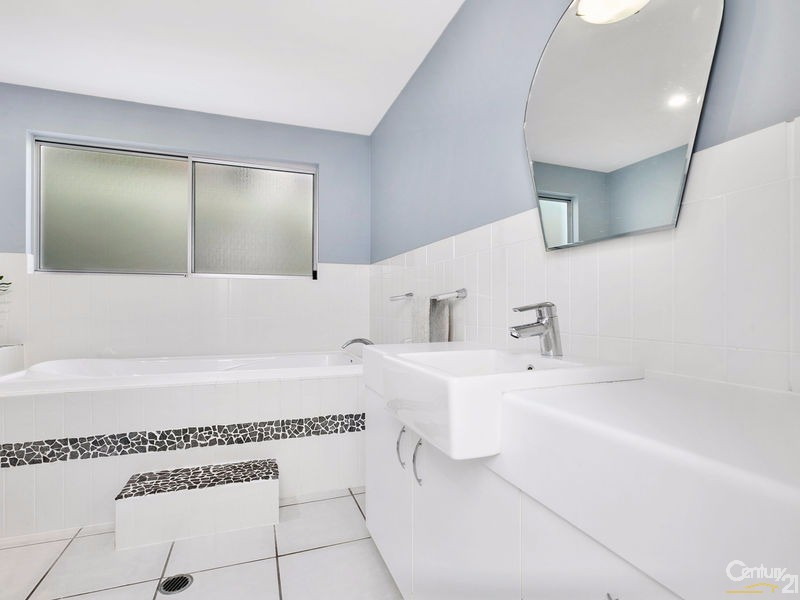 Large Family bathroom - 16 Ross Crescent, Sunshine Beach - House for Sale in Sunshine Beach