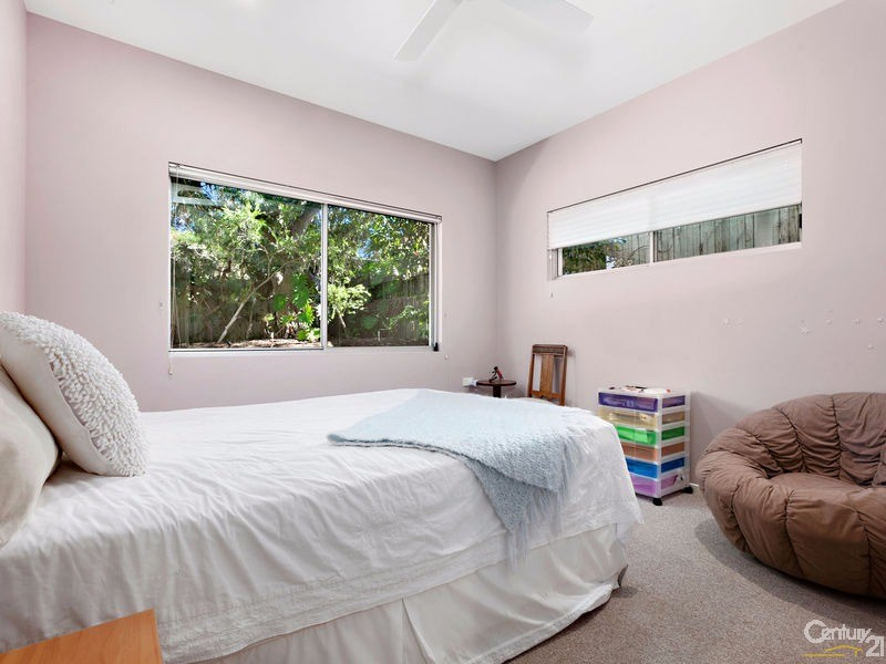 Generous Guest Suite with built in robes - 16 Ross Crescent, Sunshine Beach - House for Sale in Sunshine Beach