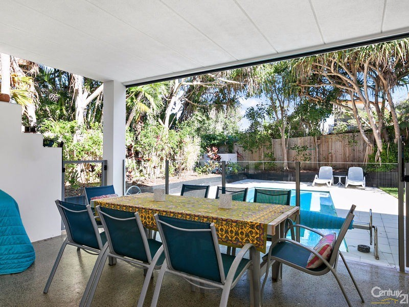 Covered Terrace with drop down weather blind - 16 Ross Crescent, Sunshine Beach - House for Sale in Sunshine Beach