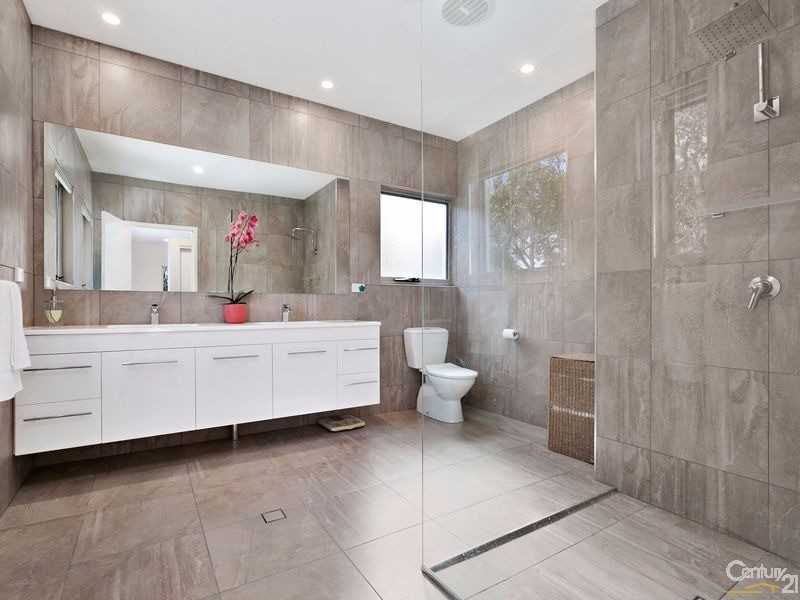Sumptuous ensuite off main bedroom & dressing area - 16 Ross Crescent, Sunshine Beach - House for Sale in Sunshine Beach