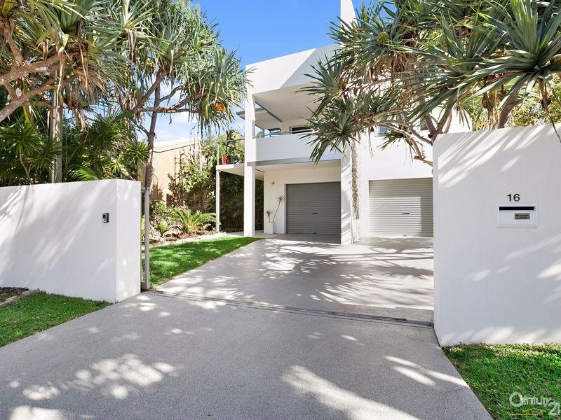 Modern beach side home - 16 Ross Crescent, Sunshine Beach - House for Sale in Sunshine Beach