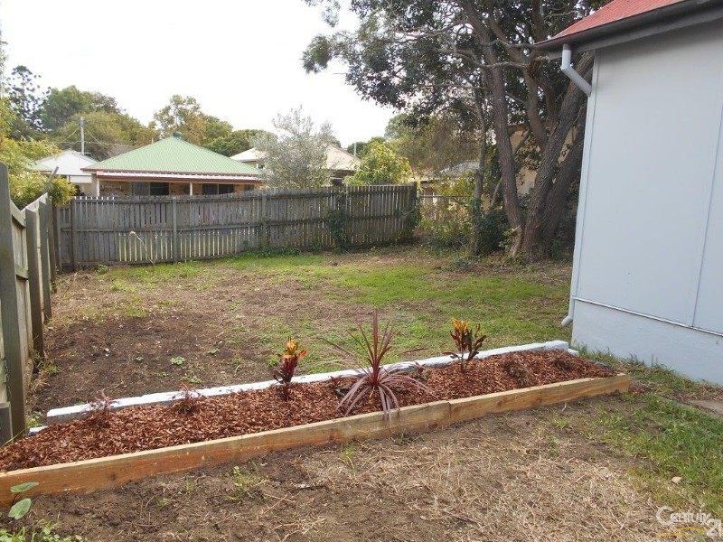 7 Victoria Ave, Woody Point - House for Rent in Woody Point