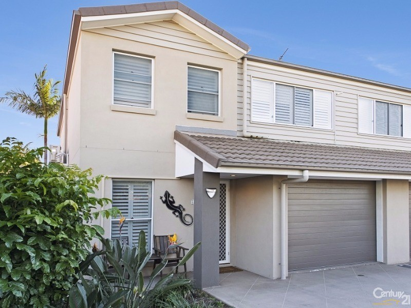 4/21 Mcaneny Street, Redcliffe - Holiday Townhouse Rental in Redcliffe