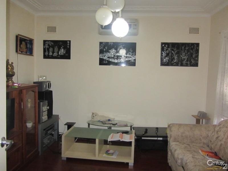 13 Cabramatta Road, Cabramatta - House for Rent in Cabramatta