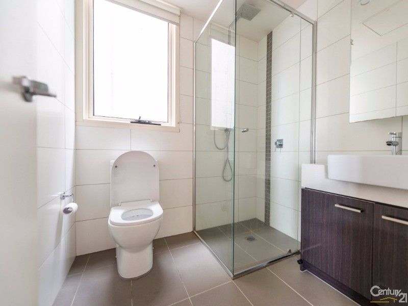 106 Toilet - 17 Robbs Parade, Northcote - Apartment for Sale in Northcote