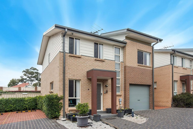 4/2A Federal Road, Seven Hills - Townhouse for Sale in Seven Hills