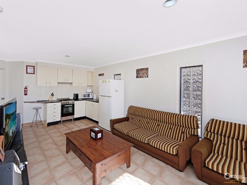 One Bedroom Unit - Duplex for Rent in Forresters Beach NSW 2260