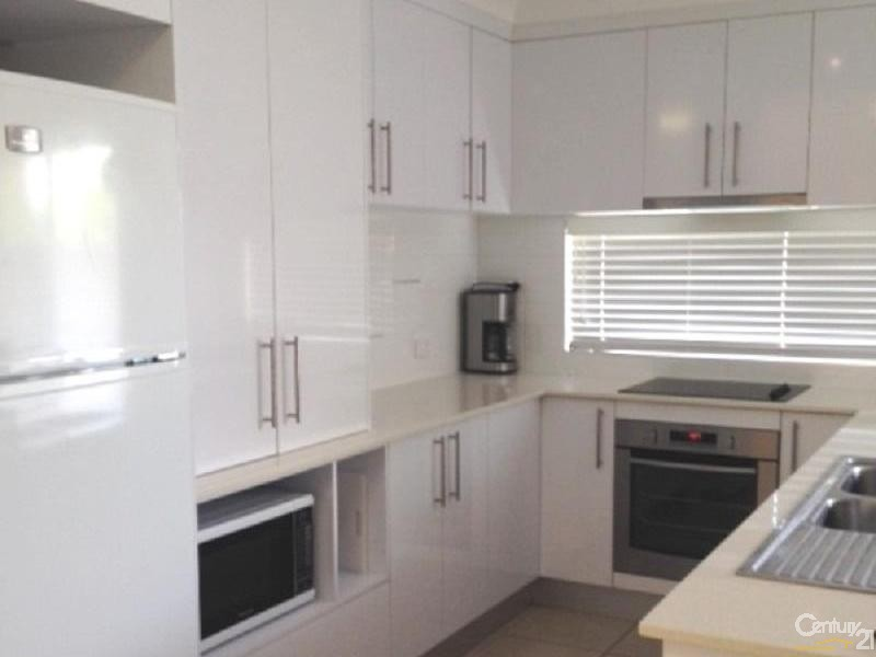 Fully equipped modern kitchen - 5 Crofton Street, Bowen - Holiday House Rental in Bowen