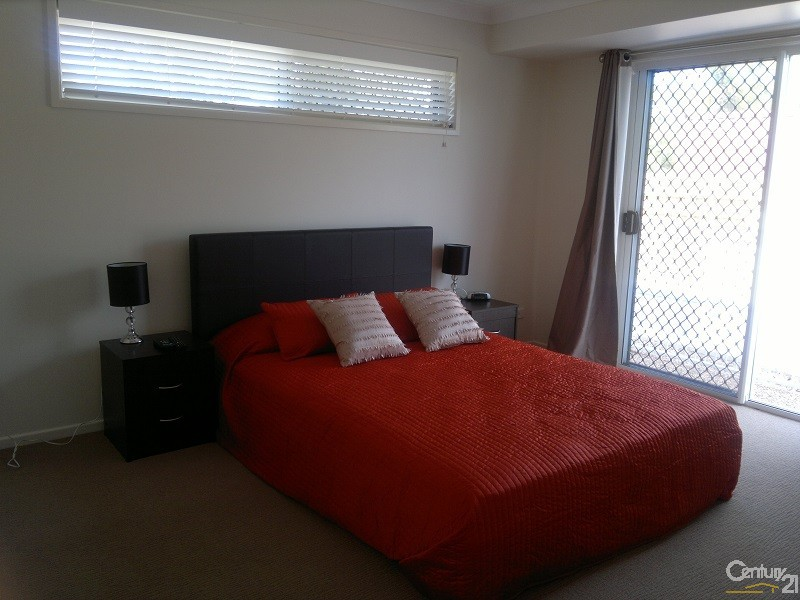 Modern comfortable Queen Size Bedroom - 5 Crofton Street, Bowen - Holiday House Rental in Bowen