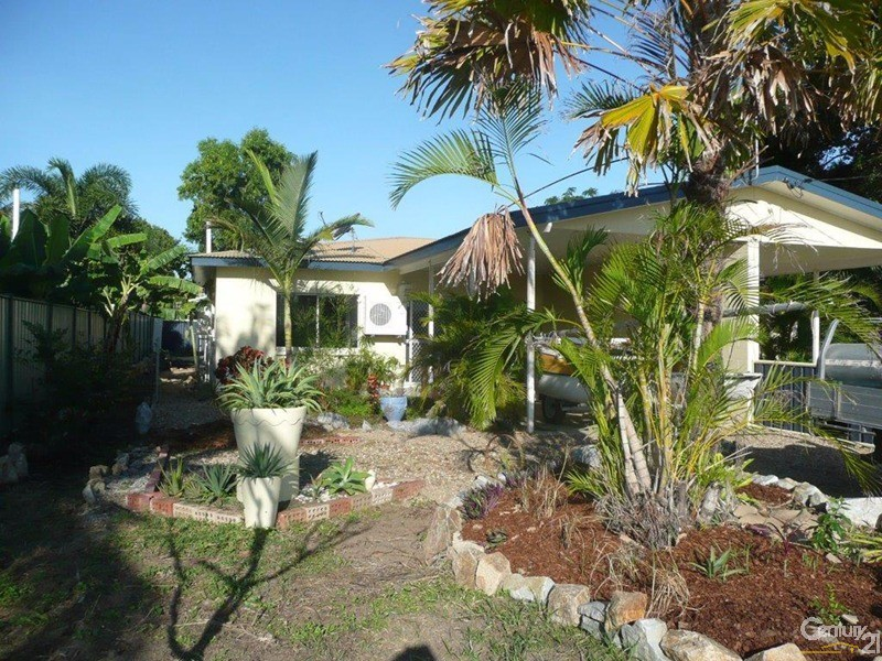 1/10 Nona Street, Bowen - Holiday Semi-Detached Rental in Bowen