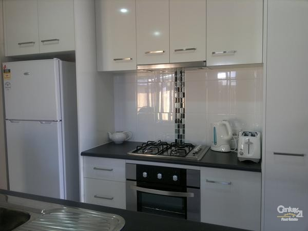 Kitchen - 10 Gordon Street, Bowen - Holiday House Rental in Bowen