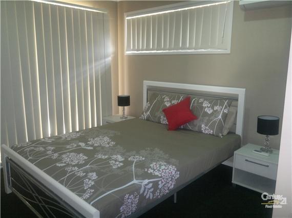 Bedroom 1 - 10 Gordon Street, Bowen - Holiday House Rental in Bowen