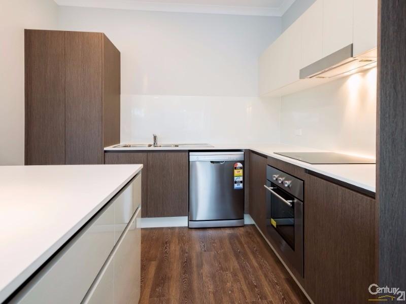 Kitchen - 2 Carnarvon Court, Oxenford - Apartment for Sale in Oxenford