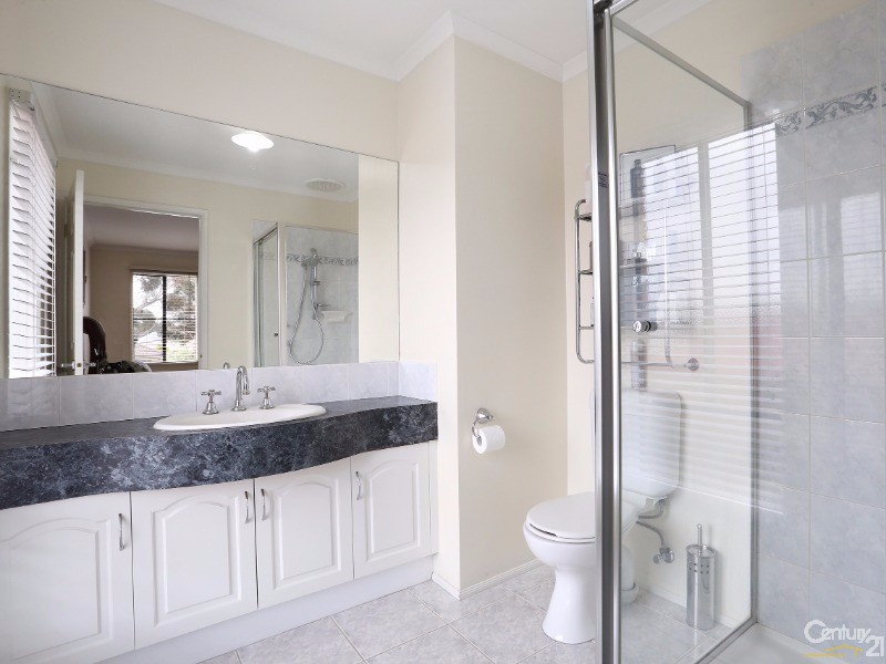 Ensuite - 30 Astley Wynd , Lynbrook - House for Sale in Lynbrook