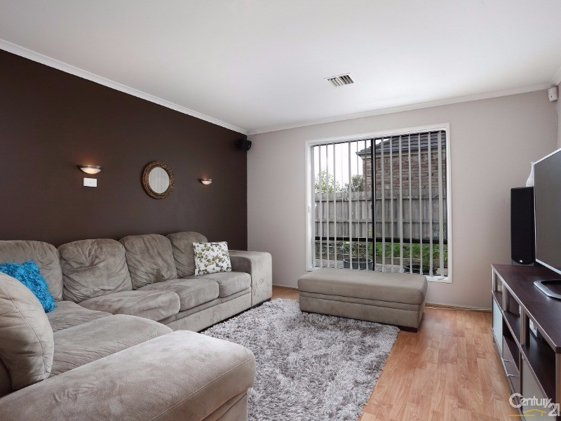 TV/Theatre room - 30 Astley Wynd , Lynbrook - House for Sale in Lynbrook