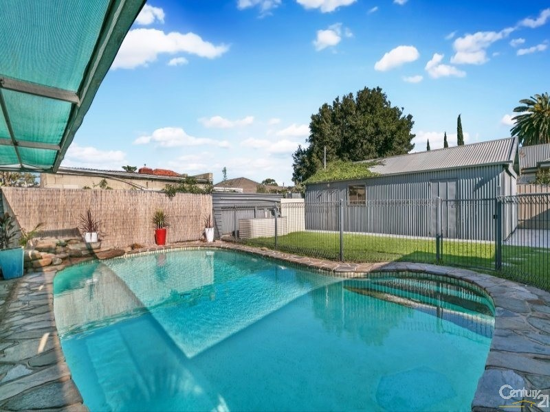 Relax by the Pool - 4 McLachlan Avenue, Glenelg North - House for Sale in Glenelg North
