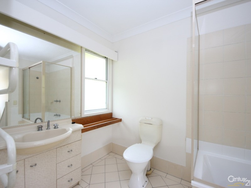 215 COTTESLOE DRIVE, Mermaid Waters - Townhouse for Sale in Mermaid Waters