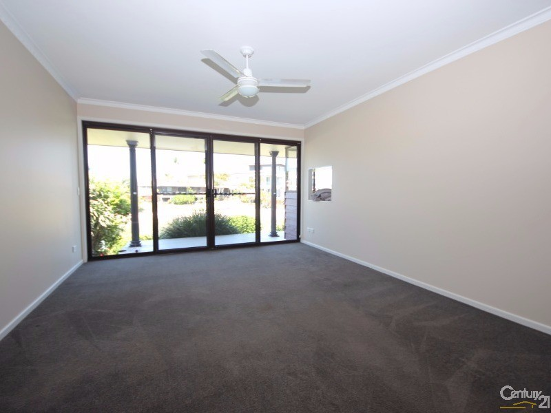 28 Coobowie Street, Broadbeach Waters - House for Rent in Broadbeach Waters