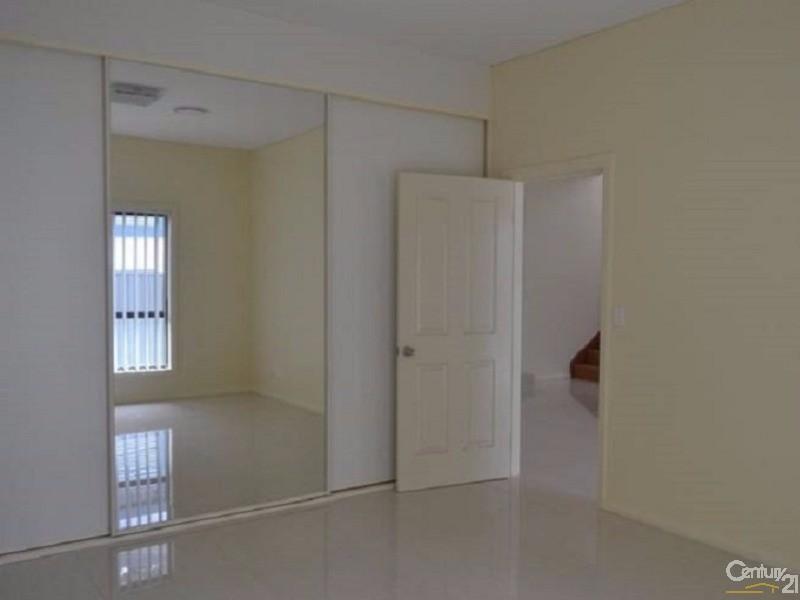 21A Waratah Cresent , Macquarie Fields - House for Sale in Macquarie Fields