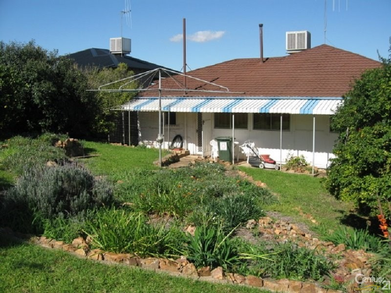 36 Gap Street, Parkes - House for Rent in Parkes