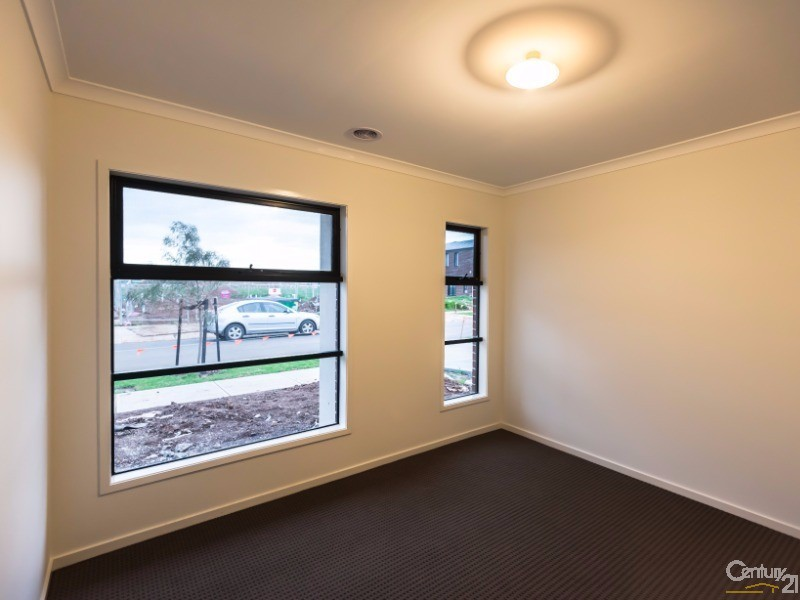 22 Jamaica Street, Point Cook - House for Rent in Point Cook