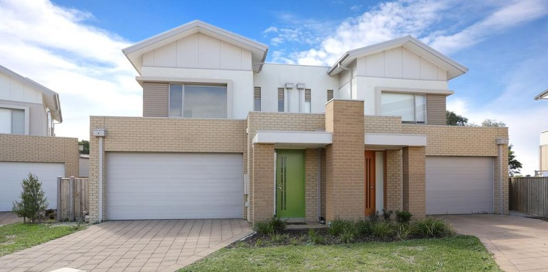 33 Broadbeach Circuit, Sanctuary Lakes - Townhouse for Sale in Sanctuary Lakes