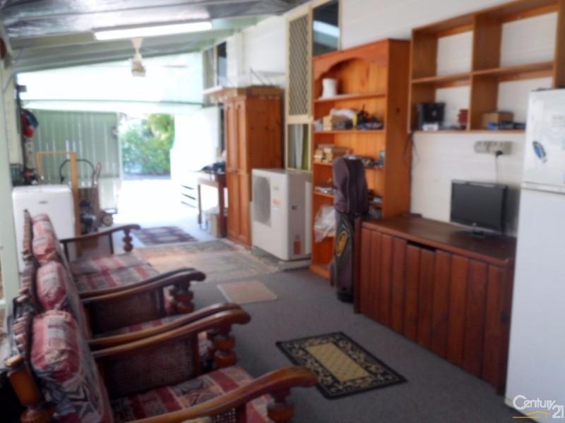 17/208 Elizabeth Street, Urangan - House for Sale in Urangan