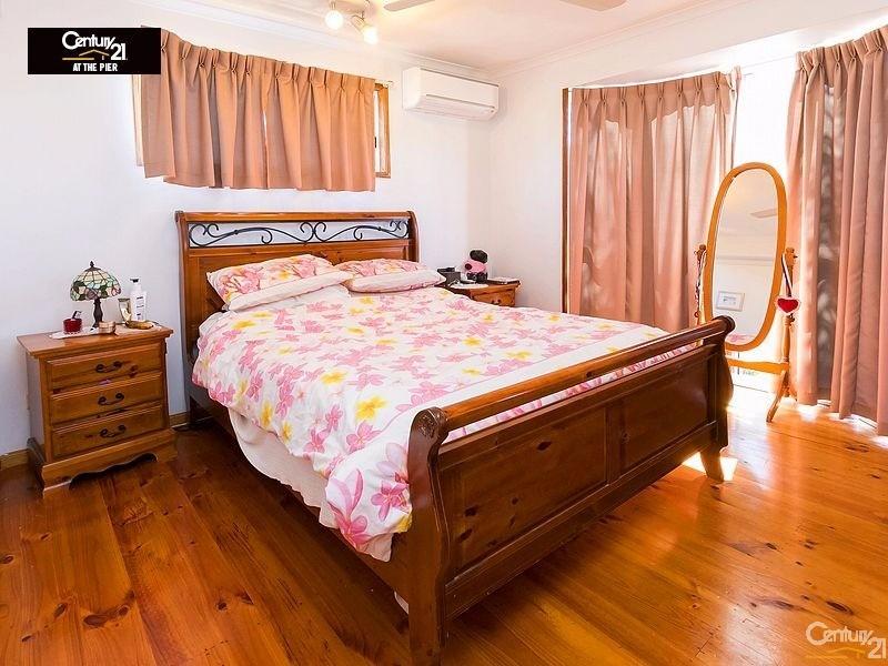 17 GOROKA ST , Kawungan - House for Sale in Kawungan