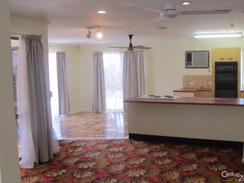 137 CUNNINGHAM STREET, Urangan - House for Sale in Urangan