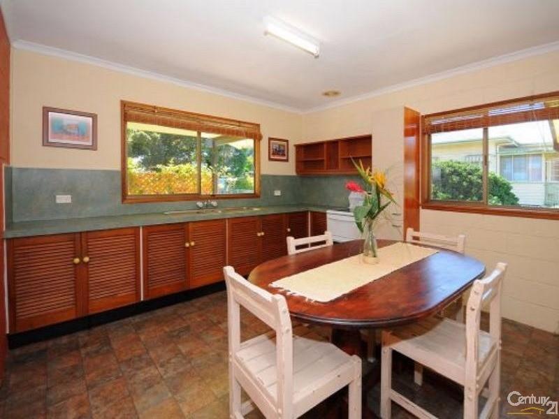 1/10 Hibiscus Street, Urangan - House for Rent in Urangan