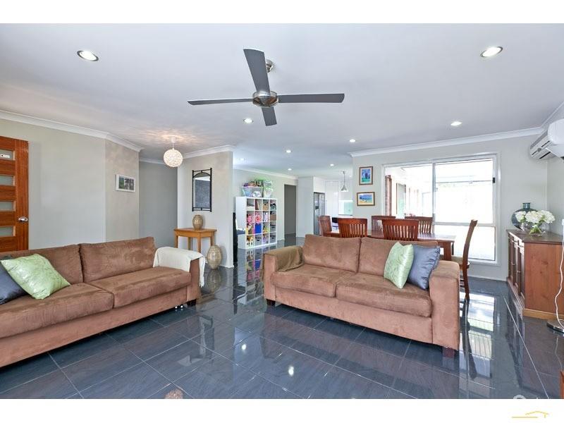 19 muskwood street capalaba qld 4157 338982 century 21 for The family room capalaba