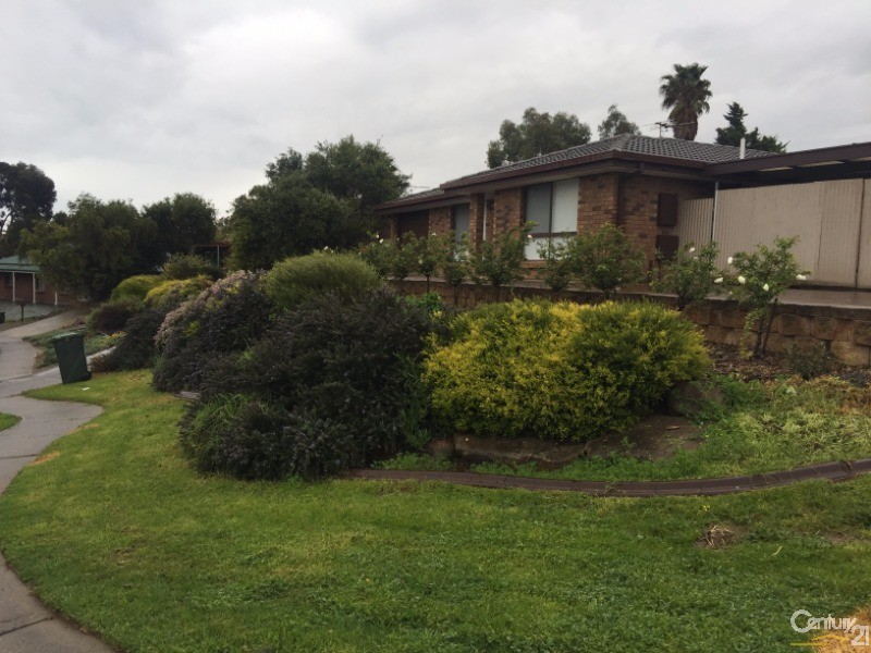2 Garland Road, Noarlunga Downs - House for Rent in Noarlunga Downs