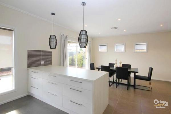 15 Crompton Drive, Woodville - House for Rent in Woodville