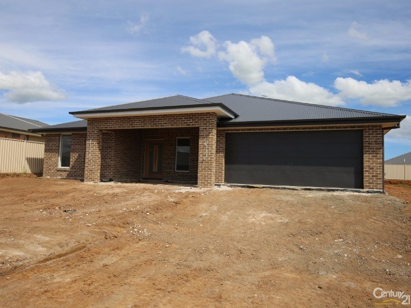 8 Coates Drive, Kelso - House for Sale in Kelso