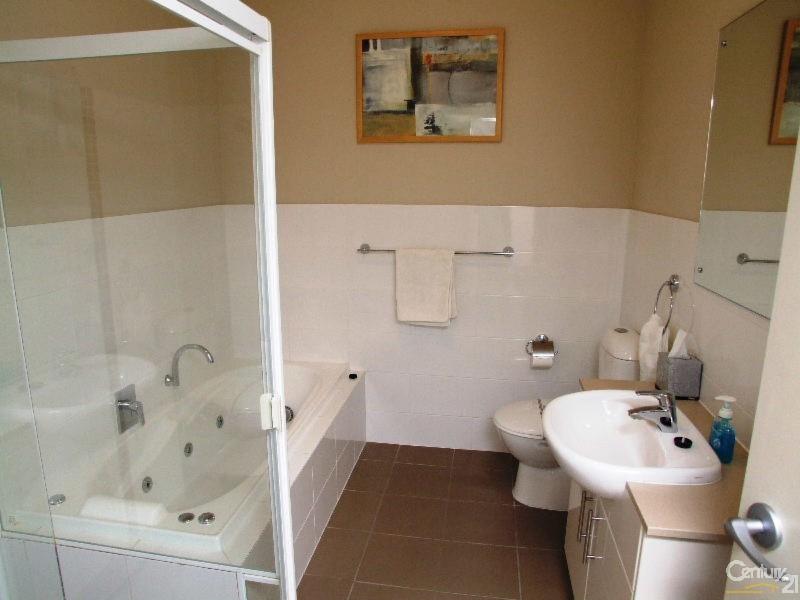 Upstairs Bathroom - 8/7 Kingscote Terrace, Kingscote - Apartment for Sale in Kingscote