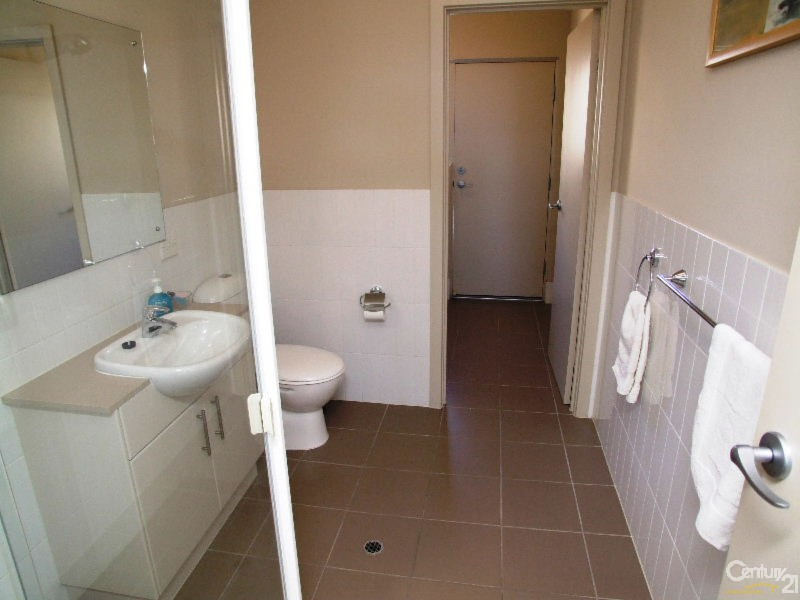 Downstairs Bathroom - 8/7 Kingscote Terrace, Kingscote - Apartment for Sale in Kingscote