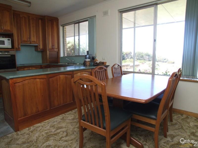 25 Chapman Terrace, Kingscote - House for Sale in Kingscote