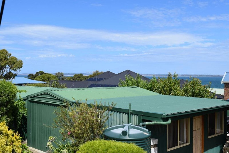 9 York Crescent, Kingscote - House for Sale in Kingscote