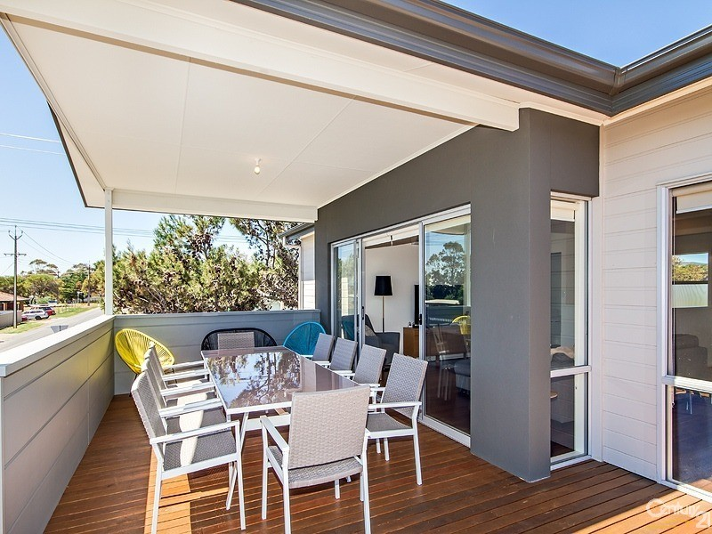 8 Ocean Street, Aldinga Beach - Holiday House Rental in Aldinga Beach